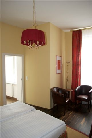 Deluxe Doppelzimmer rot-braun