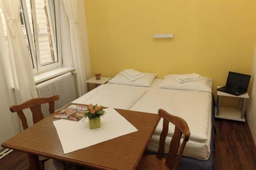 Nostalgie-Eco-Zimmer-Doppelbettzimmer-1